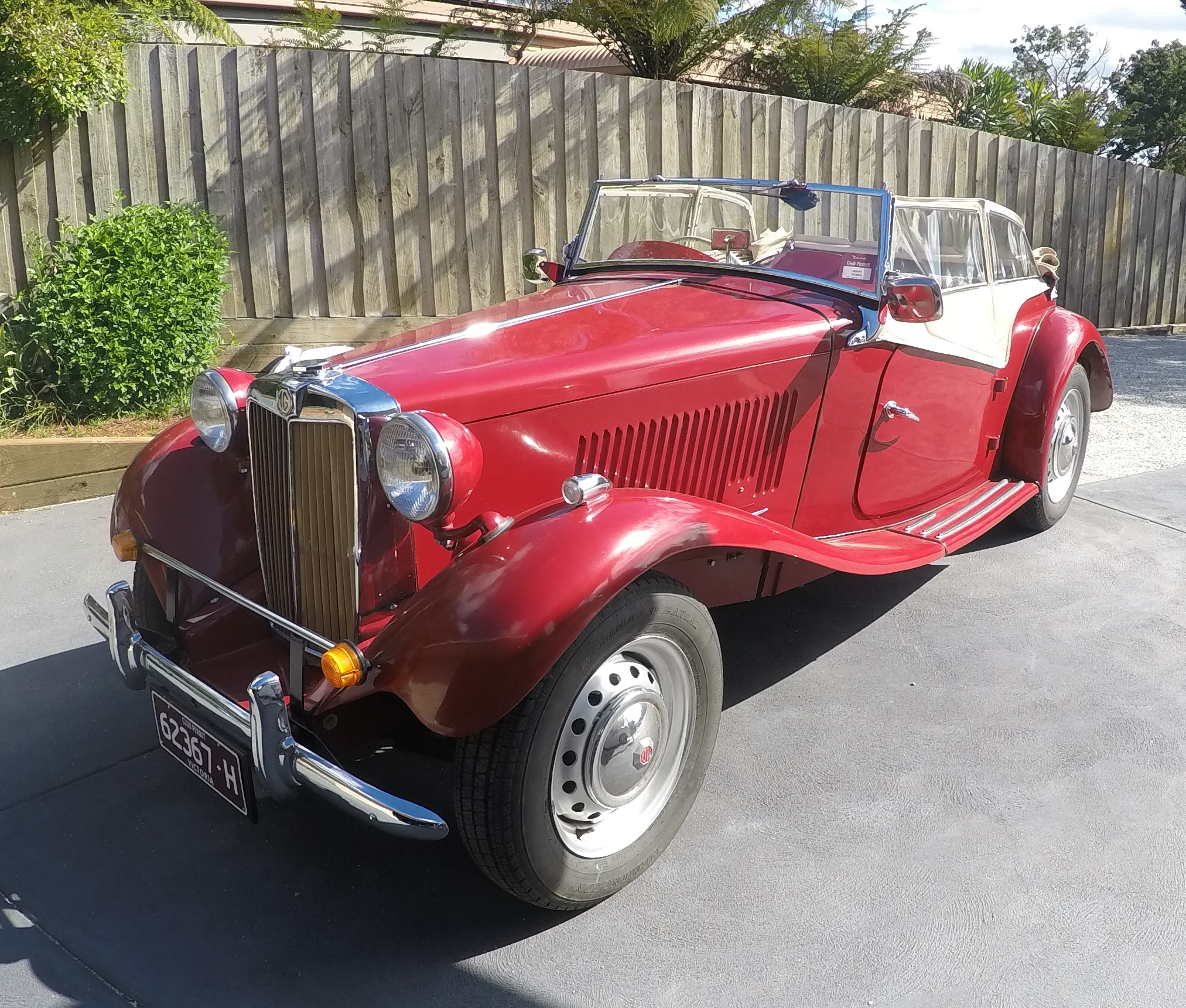 1951 MG TD Reg 62367-H Rod Smith parked at home
